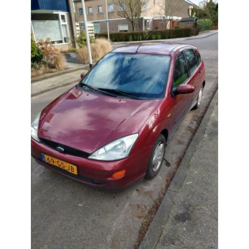 Ford Focus 1.4 I Trend 5D 2001 Rood